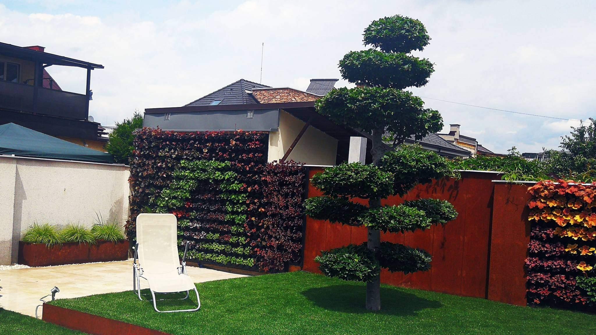 Corten a zelená stena